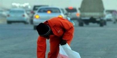 عمال النظافة في مناطق الحوثي.. مهمّشون جنّدتهم المليشيات للتجسُّس