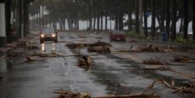 مخاوف من إعصار إساياس مع حلول الليل بـ فلوريدا