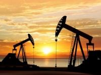 أسعار النفط تشهد انخفاضًا متأثرة بمخاوف زيادة المعروض وكورونا