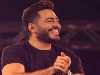 تامر حسني يشوق جمهوره لألبومه الجديد