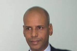 صحفي موريتاني يُدافع عن الانتقالي ويُهاجم عزمي بشارة