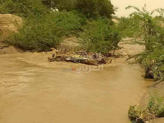 تصدعات في قناة مكيلان والسيول تنذر بجرف جسور جعار