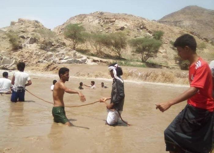 غرق شاب في بيحان وجهود شعبية لانتشال جثمانه