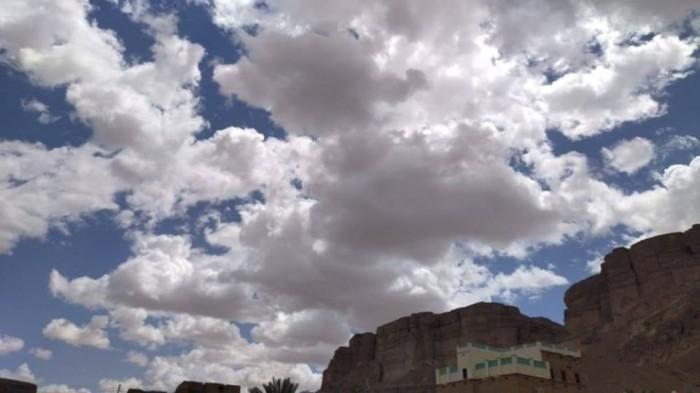 أمطار متفاوتة على معظم مناطق حضرموت
