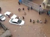 الإنمائي تُزيل آثار الفيضانات بعدن