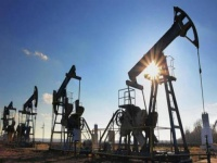 النفط يرتفع بفضل انخفاض مخزونات النفط الأمريكية