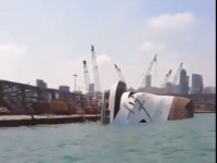 مقتل وإصابة 9 أشخاص بعد غرق باخرة سياحية في مرفأ بيروت