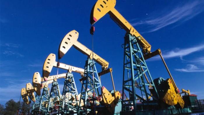 النفط يواصل تراجعه.. برنت دون 45 دولار والأمريكي يهبط إلى 41.75