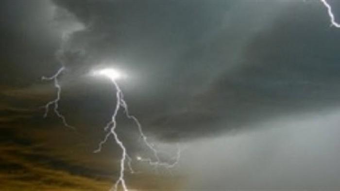 عاصفة رعدية تجتاح عدن وأمطار غزيرة مرتقبة