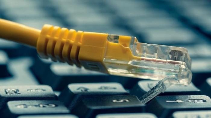 أزمة إنترنت في صنعاء.. الحوثي يعزل السكان عن العالم