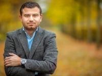 صحفي يُطالب بإخراج حزب الله من لبنان وإعدام قياداته