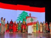"""في عرض """"علاء الدين"""".. أحمد عز يقف دقيقة حداد على أرواح ضحايا انفجار بيروت"""
