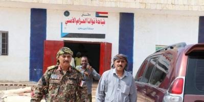 مدير حديبو وأركان الحزام الأمني السقطري يبحثان صرف الرواتب