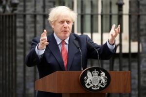 رئيس وزراء بريطانيا يطالب بالكشف عن أسباب سحب عرض الاستحواذ على نيوكاسل