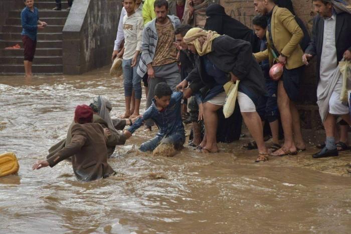 """سيول إب.. الحوثي يغرق السكان في """"فوضى حياتية"""""""