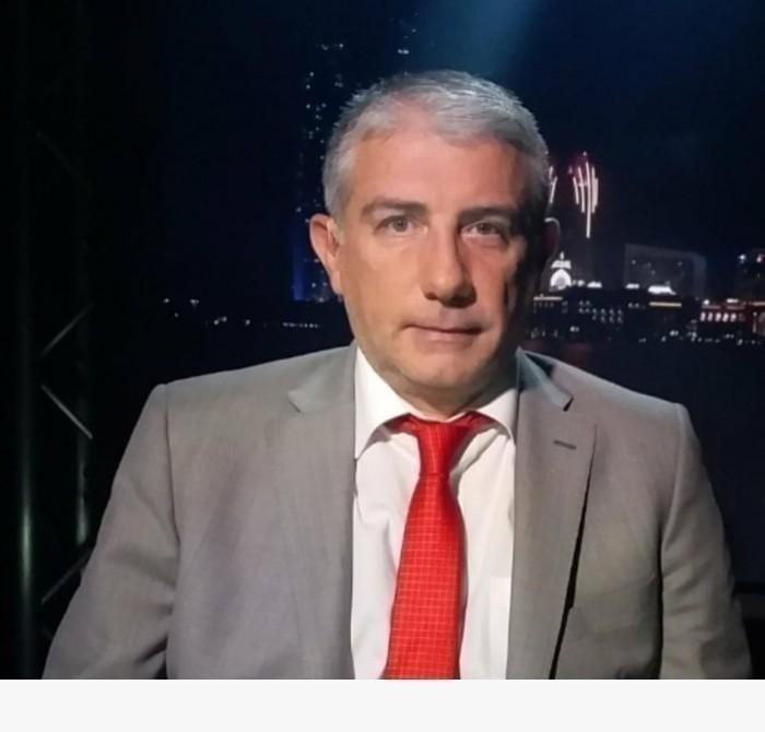سياسي لبناني يسخر من الإعلامي الإخواني أحمد منصور