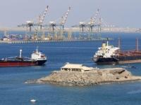 الشرعية والصفعات الـ3.. لماذا روّجت وجود نترات أمونيوم في ميناء عدن؟