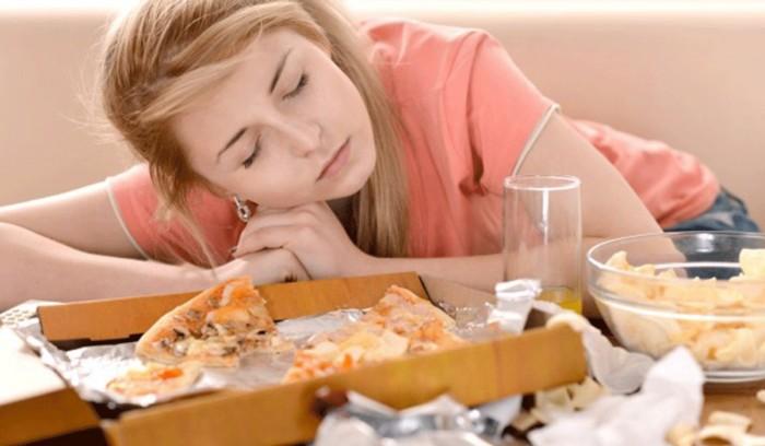 هل تصاب بالنعاس بعد الطعام؟.. احذر السكري 