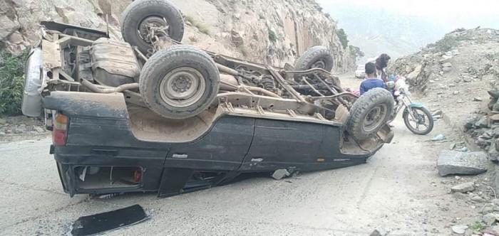 انقلاب سيارة على طريق عدن - تعز