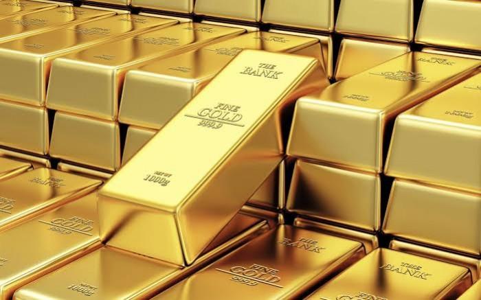 إيقاف نزيف خسائر الدولار يهبط بأسعار الذهب