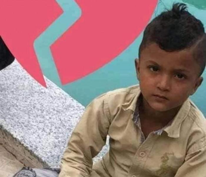 بلطجي يقتل طفلًا بسبب الإتاوة في تعز