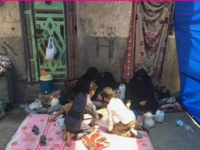 استولت على المنزل.. مليشيا الحوثي تُشرد أسرة بالحديدة
