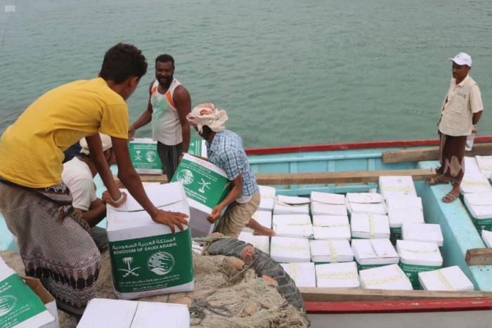 توزيع 150 سلة غذاء بجزيرة ميون في تعز
