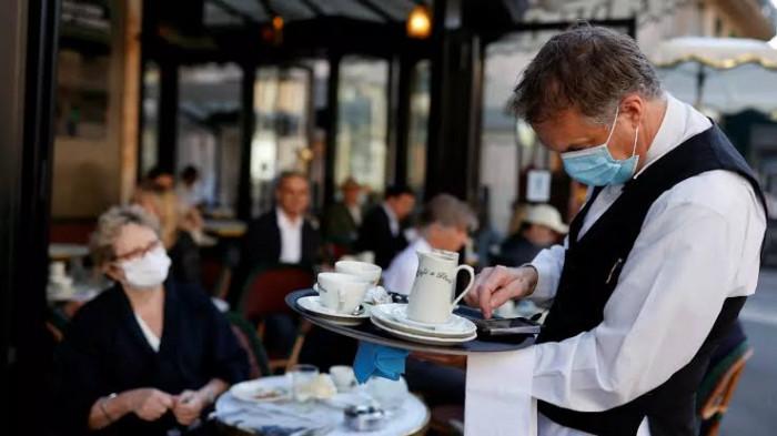 كورونا وعودة المطاعم.. أضرار قاتلة وتحذيرات من دورها في تفشي الوباء