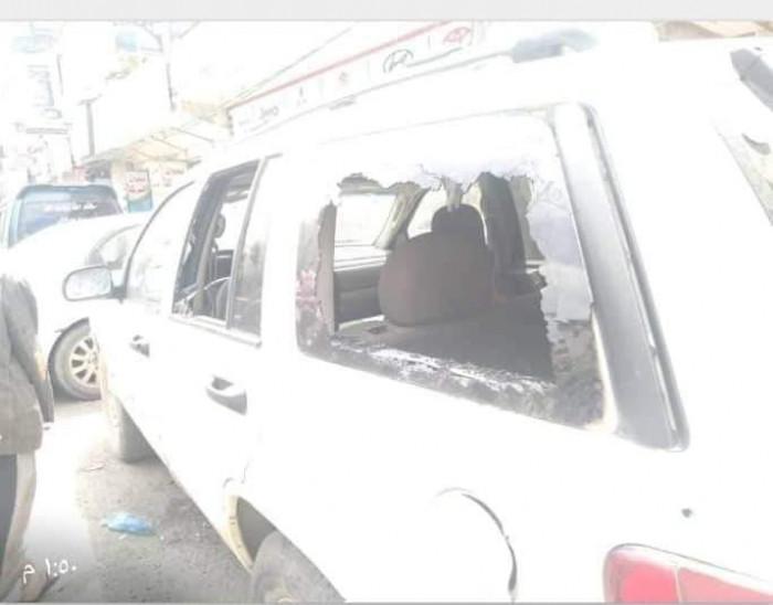 مسلحون يهاجمون سيارة أحد المحامين بإب