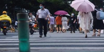 إشارات مرور خاصة لمستخدمي الهواتف المحمولة بالصين