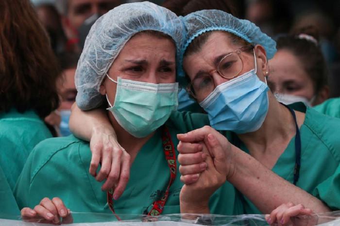 العالم يسجل رقمًا قياسيًا في إصابات كورونا