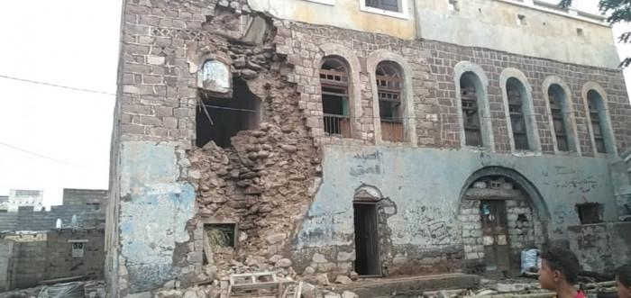 بسبب الأمطار والإهمال.. انهيار بقصر تاريخي لسلطنة الحواشب