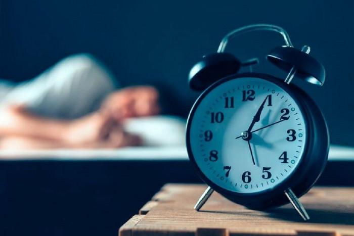 بالتفاصيل..دراسة حديثة تحذر من قلة عدد ساعات النوم