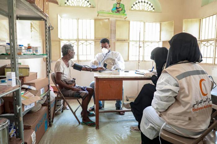 فريق طبي إماراتي يعالج 105 مرضى بأرياف المكلا