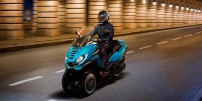 بيجو تطلق السكوتر ثلاثي العجلات Metropolis 400 بملامح تصميمية جديدة