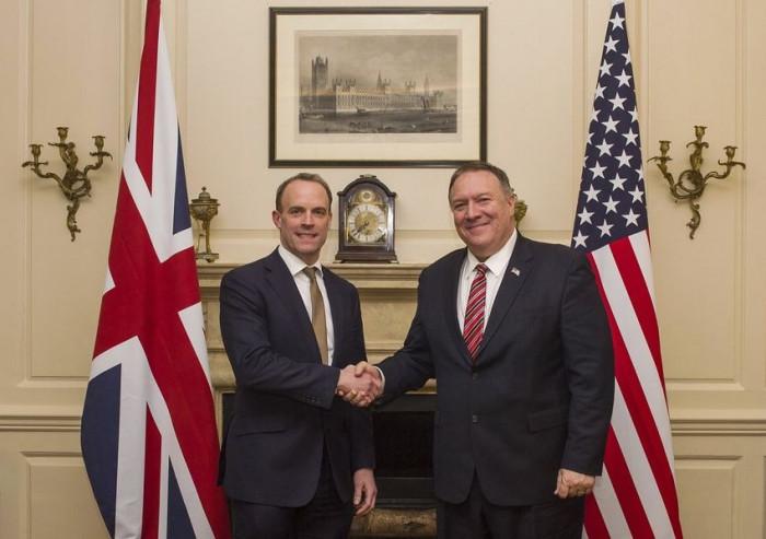 مؤتمر صحفي لوزيري الخارجية الأمريكي والبريطاني