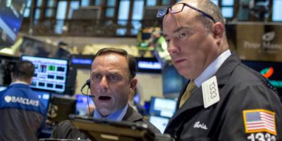 الأسهم الأمريكية تتراجع وداو جونز يفقد 244 نقطة