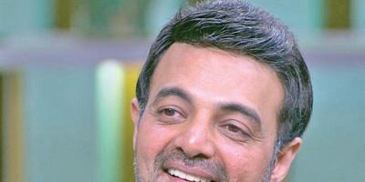 عمرو محمود ياسين يهنئ النادي الأهلي المصري بالدوري الـ 42