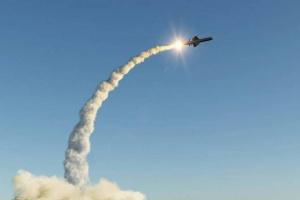أمريكا تختبر صاروخًا يمكنه التصدي لصاروخ كروز الروسي