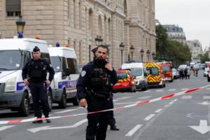 الشرطة الفرنسية تقبض على ضابط سابق بتهمة التواطؤ في جرائم ضد الإنسانية