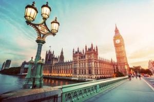 بريطانيا على وشك تطبيق الإغلاق بلندن