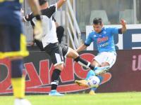 نابولي يستهل موسمه في الدوري الإيطالي بالفوز على بارما بهدفين