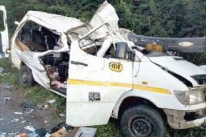 وفاة 8 لاعبين من غانا بعد سقوط حافلة الفريق في نهر أوفينسو
