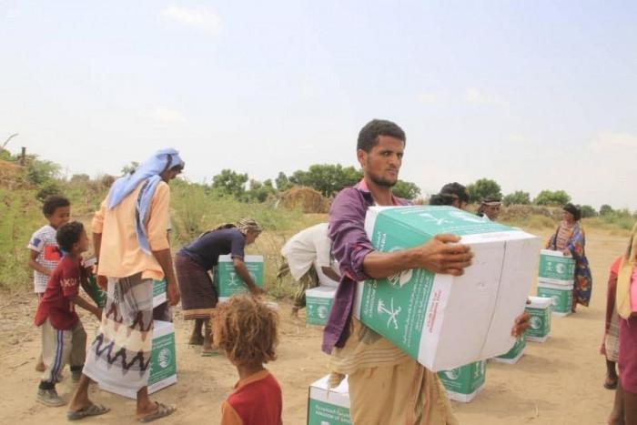 مساعدات سعودية لـ546 نازحًا بعدن