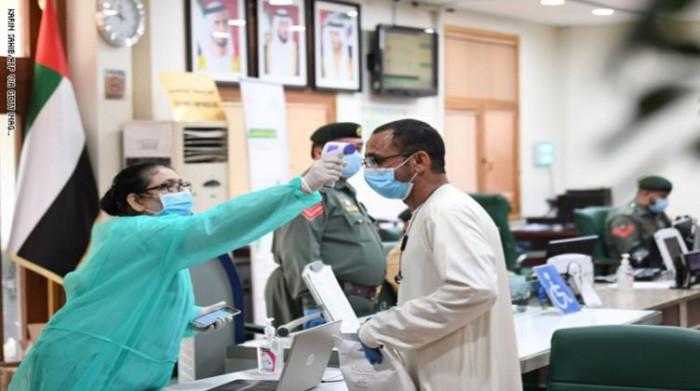 الإمارات تسجل 674 إصابة جديدة بفيروس كورونا