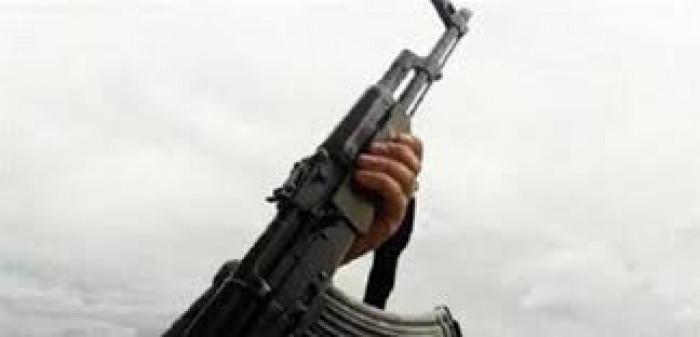 سرقة بالإكراه وسط حشود المواطنين في إب