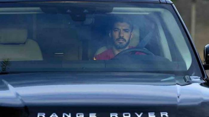 سواريز يغادر تدريبات برشلونة باكيا