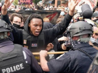 أمريكا.. شرطة لويزفيل تقبض على أكثر من 127 شخصا بسبب اشتباكات المتظاهرين