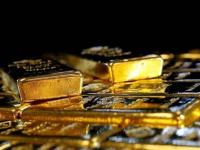 الذهب يصعد مدفوعاً بتراجع العملة الأمريكية