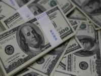 الدولار يتأرجح بين الصعود والهبوط مدفوعاً بالعزوف عن المخاطرة